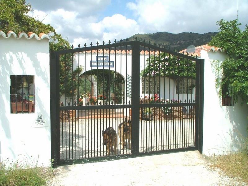 R2526338: Villa - Detached in Alora