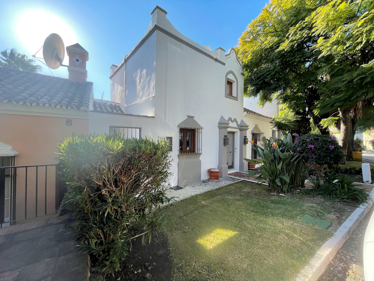 5 bedroom townhouse for sale marbella