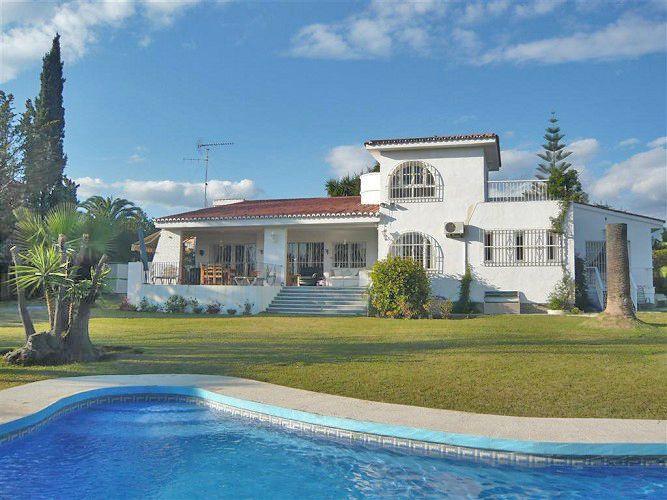 Villa for Holiday Rent in El Paraiso