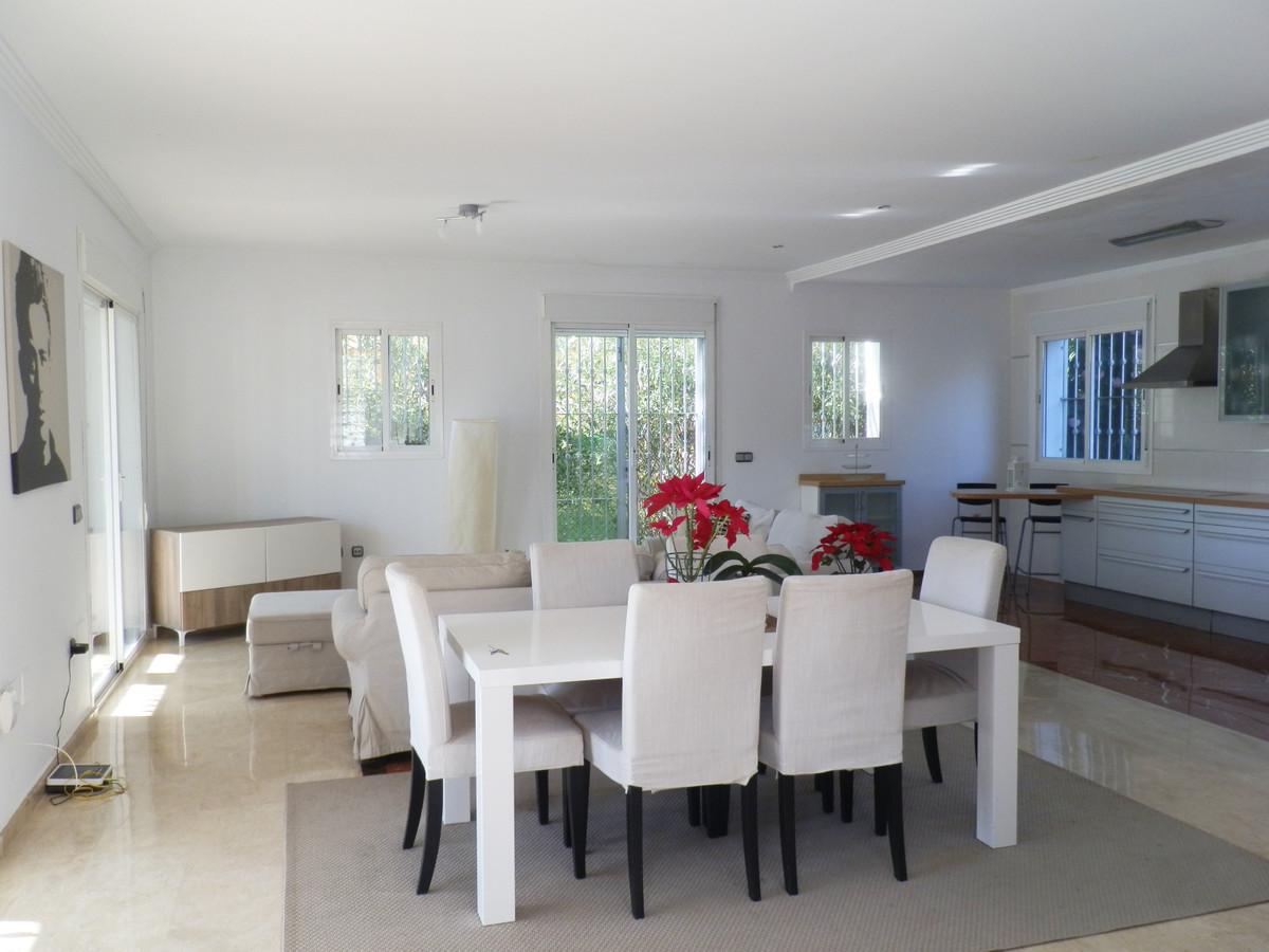 Villa en Venta en Nueva Andalucía – R3361957