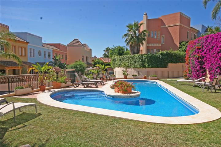 Eagles de Guadalmina 4 Bed townhouse Located on the golf course of Guadalmina, minutes from the comm,Spain