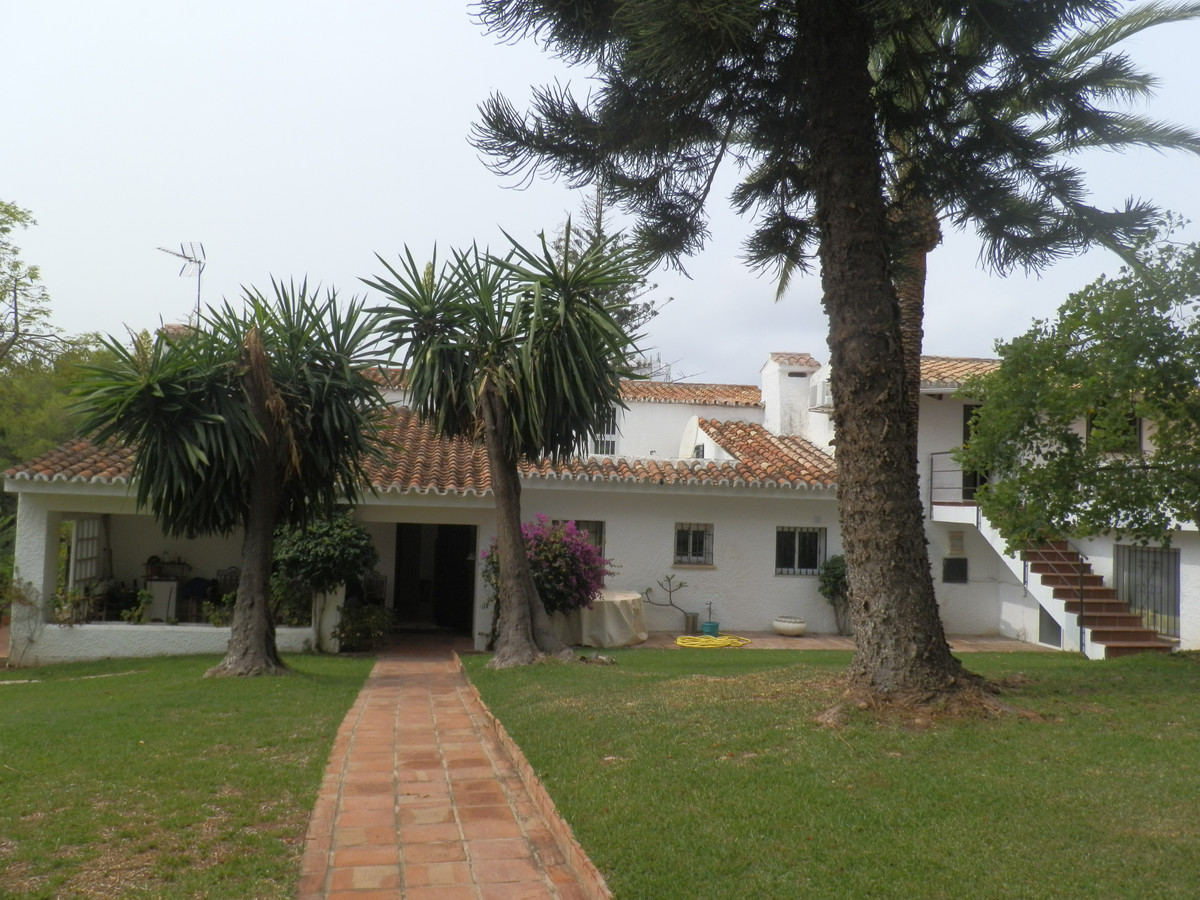 Detached Villa for sale in Nueva Andalucía