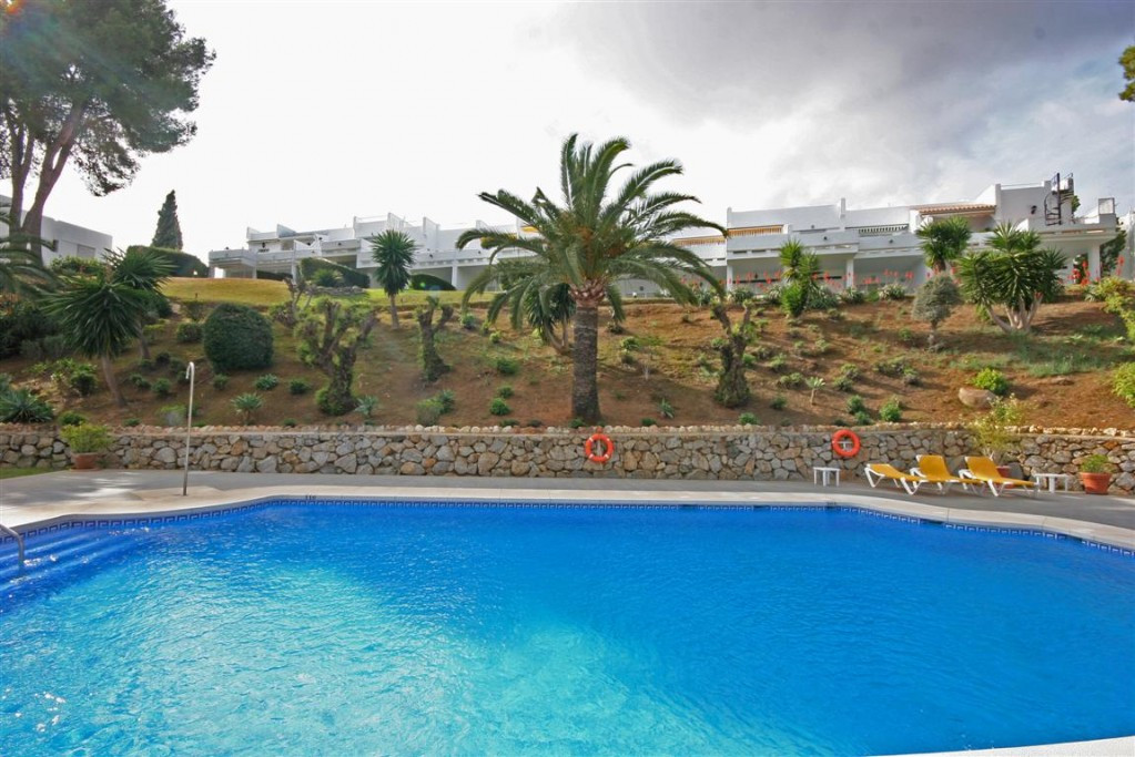 Fantastic 2 bedroom 2 bathroom apartment completely refurbished throughout located in the heart of g, Spain