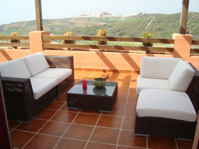 Absolute Bargain!! Beautiful 1st floor apartment of high quality in front line golf. On an elevated ,Spain