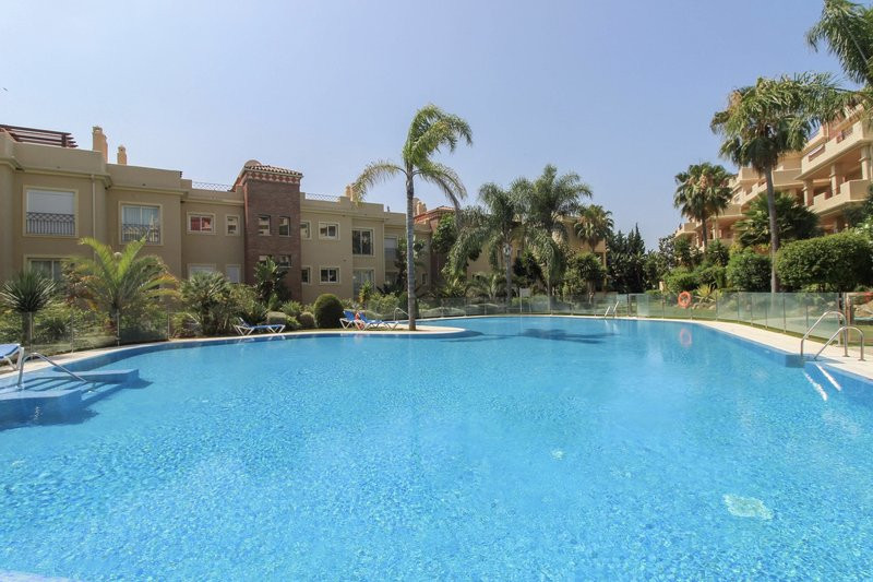 Middle Floor Apartment, Los Flamingos, Costa del Sol. 3 Bedrooms, 2 Bathrooms, Built 108 m², Terrace, Spain