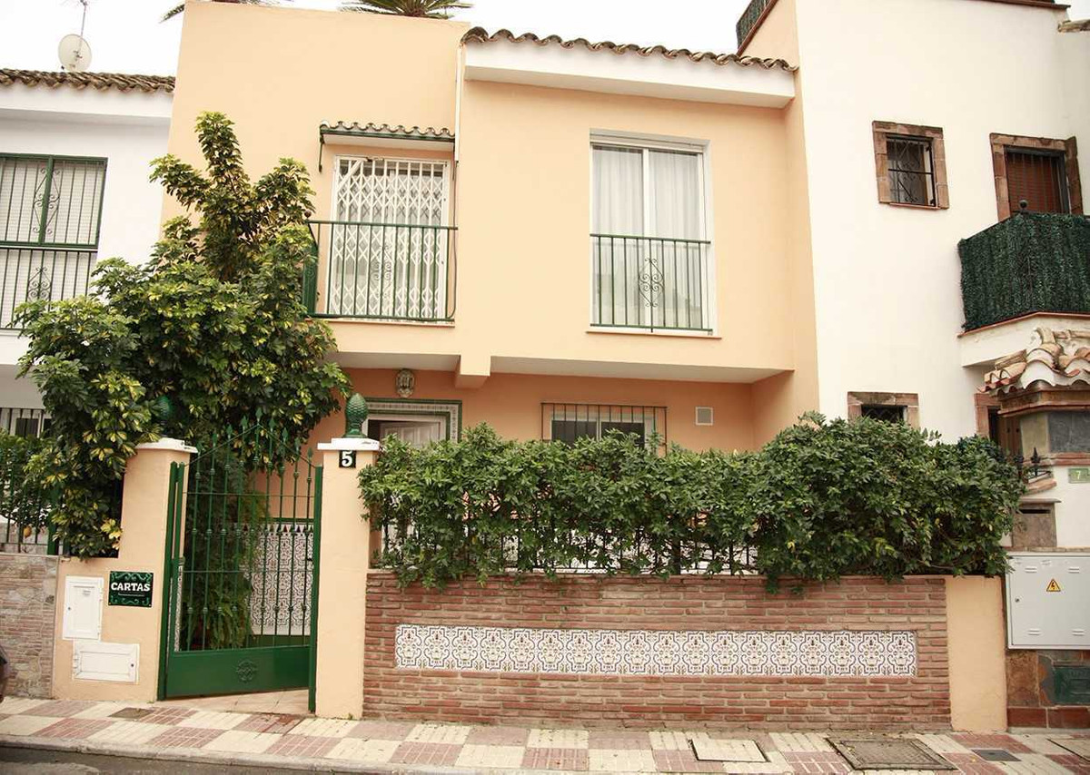 Enjoy living in the city in a spacious and modern townhouse with garden near feria ground in Fuengir,Spain