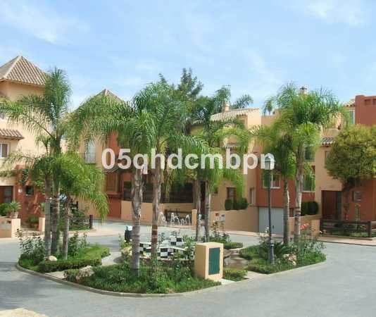 Villa, Pareada  en venta   y en alquiler    en Nueva Andalucía