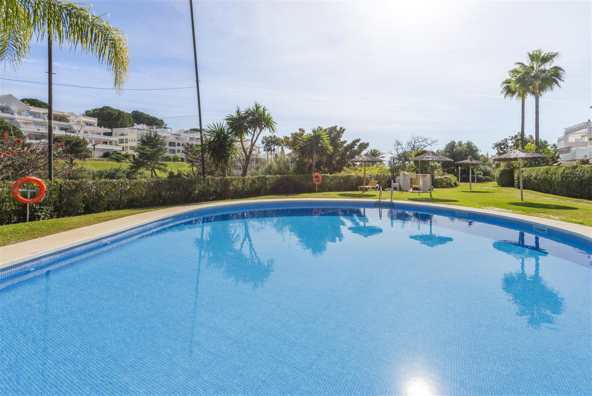 Beautiful apartment built on two levels situated in the renowned urbanisation El Soto de la Quinta (,Spain
