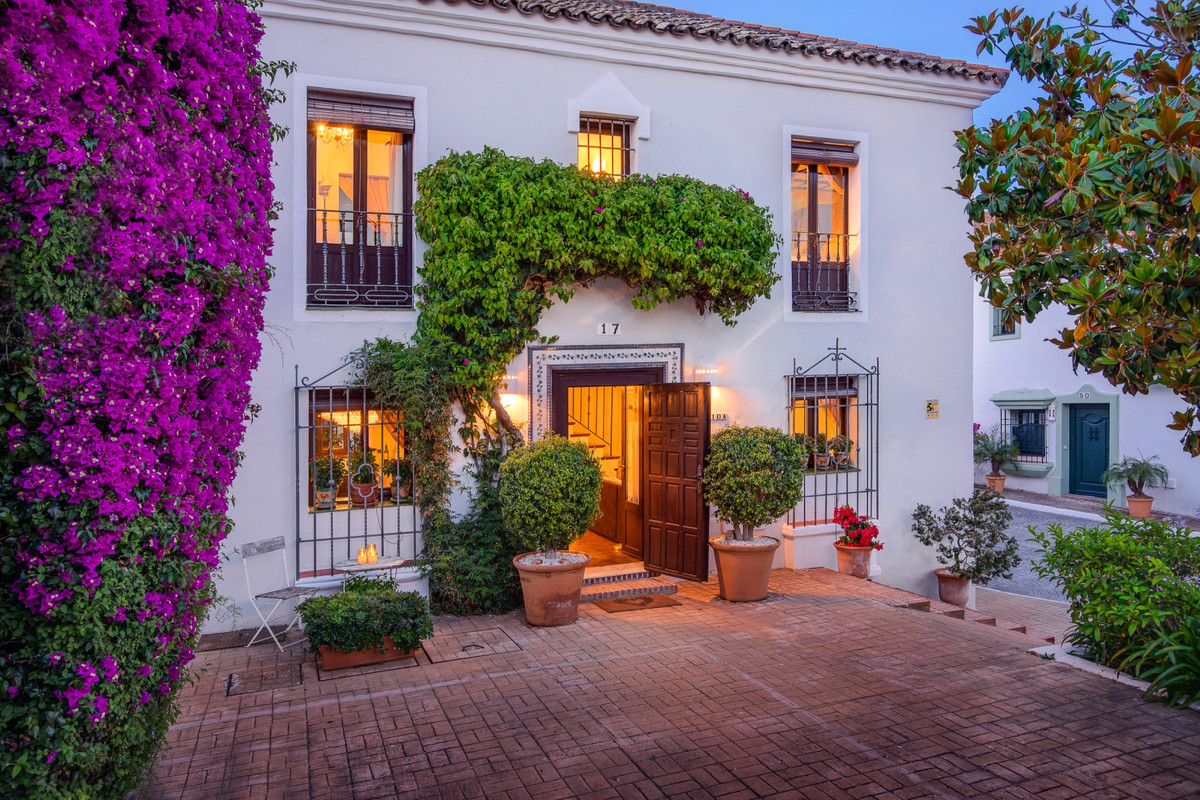 EXCELLENT OPPORTUNITY IN GUADALMINA BAJA: FALL IN LOVE AT FIRST SIGHT  The enormous charm of the fam,Spain