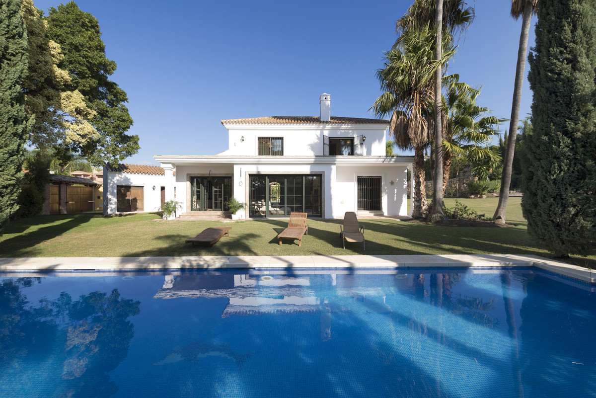 Don't miss out on this great opportunity. Excellent luxury villa on the new Golden Mile, it is , Spain