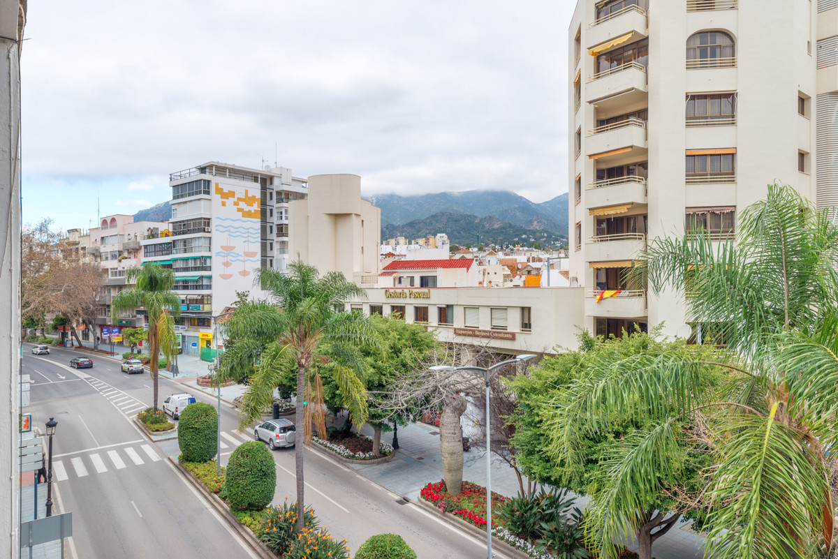 Located in the center of Marbella on the main avenue of Ramon y Cajal.  This apartment is located on, Spain