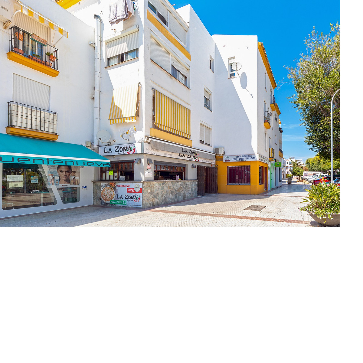 Housing for sale in the heart of San Pedro, 72 m2 built, in a closed urbanization, adorned with gard, Spain