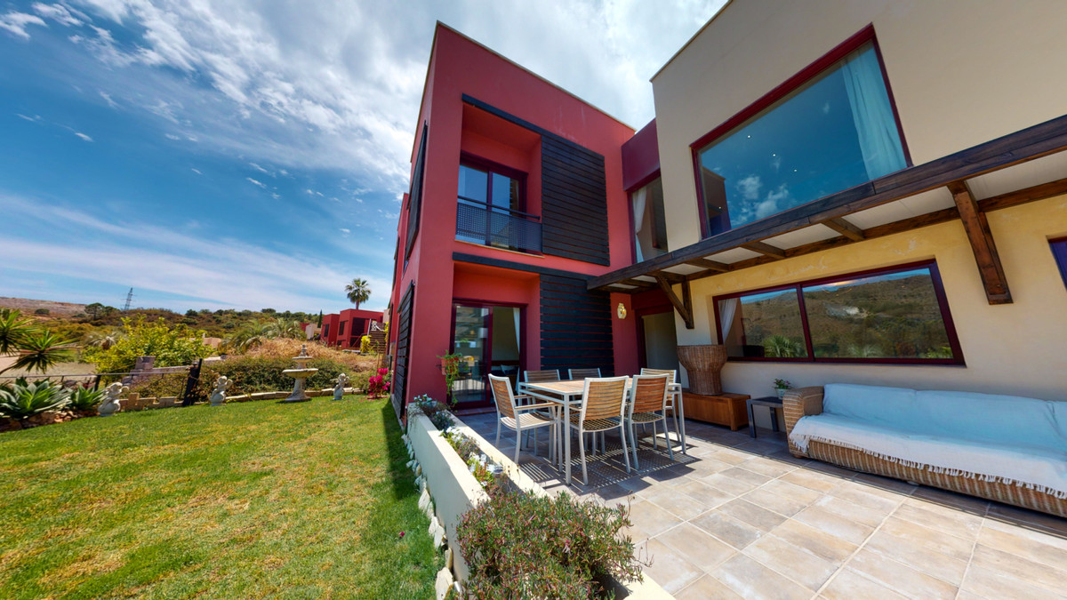 Elegant villa for sale with 4 bedrooms. Located in a lovely corner of one of the most exclusive area,Spain
