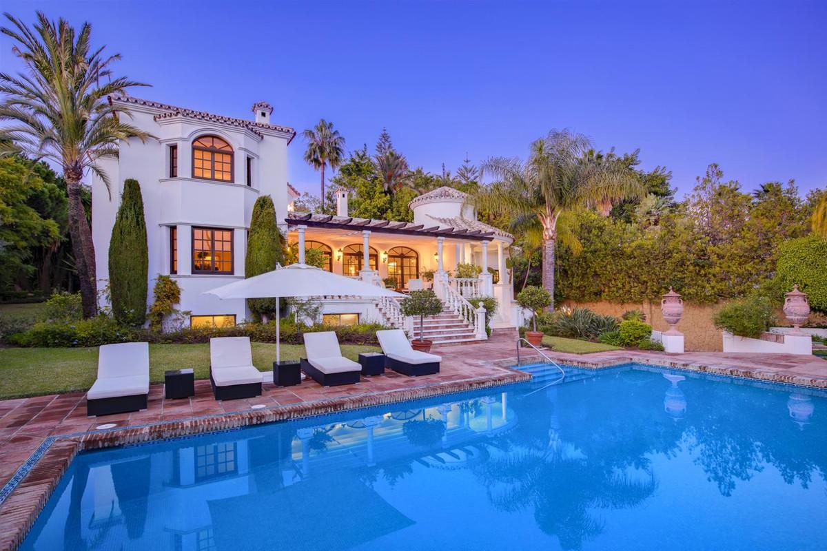Detached Villa for sale in El Paraiso R3568690
