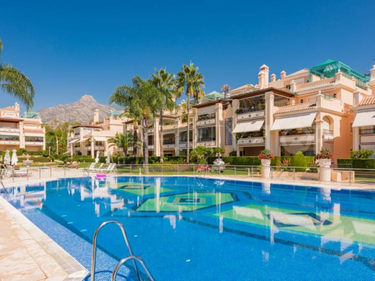 Stunning west facing apartment for sale, built with high standards, located in Lomas de Sierra Blanc,Spain