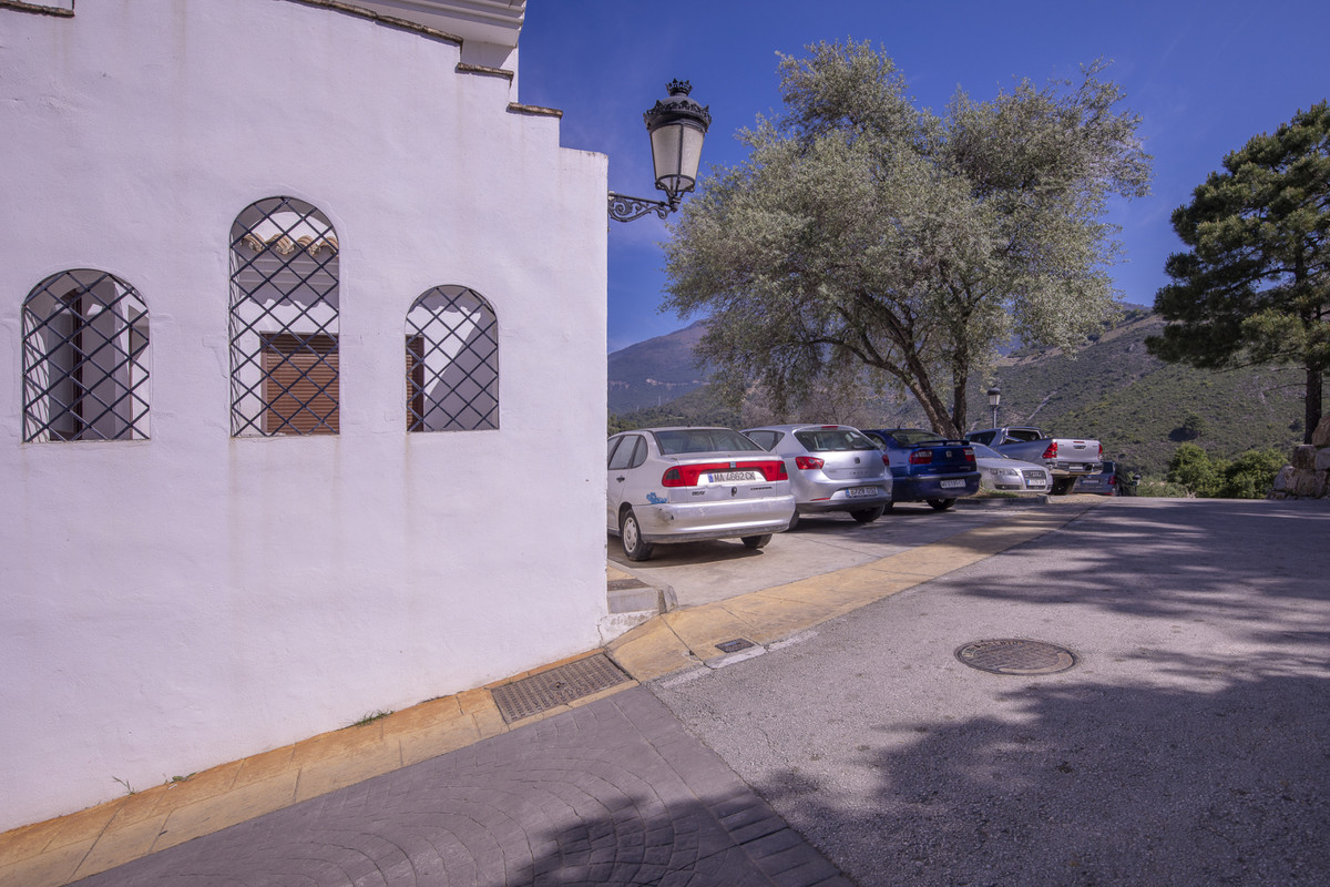 Just 10 minutes away from Marbella and 7 km from the beach, in the heart of Benahavis village, this ,Spain