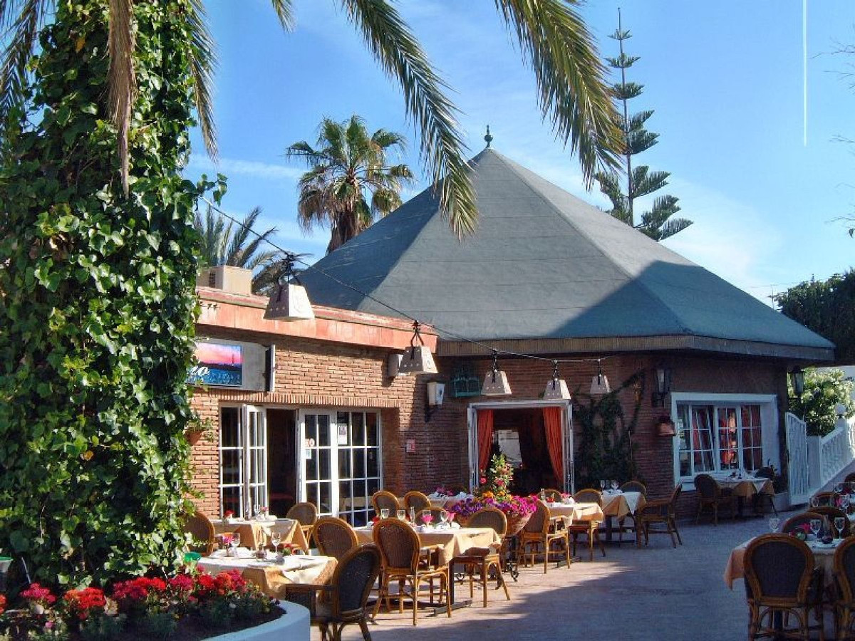 Available for sale, large restaurant located a few meters from the beach of El Faro de Calaburras, i,Spain