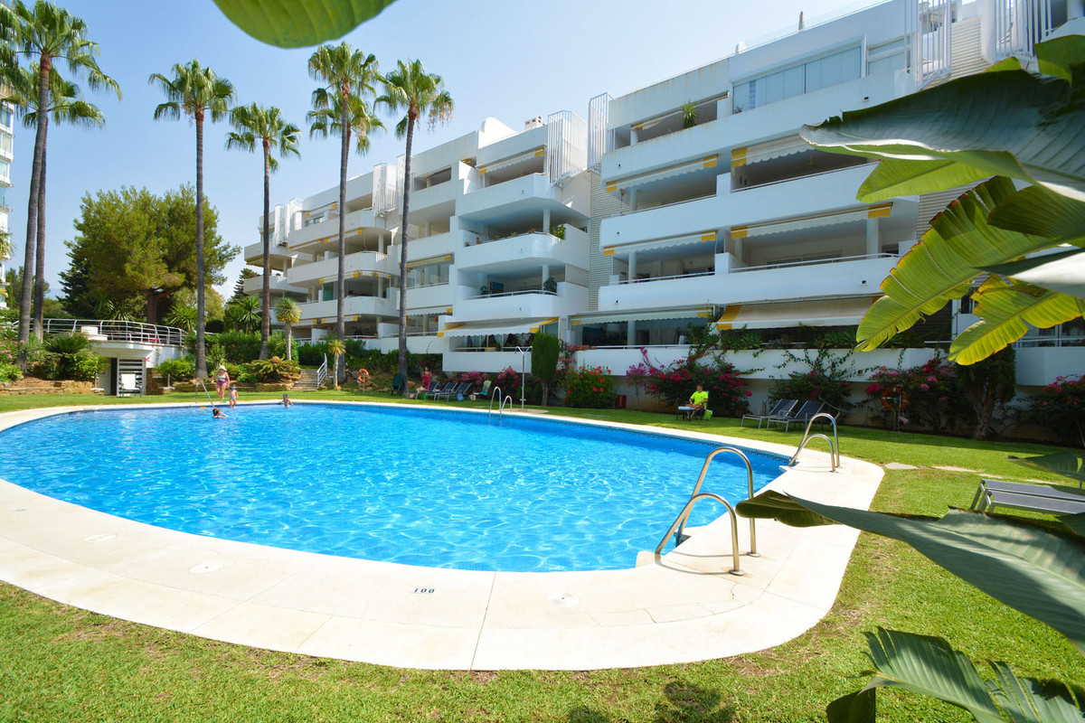 Fantastic one bedroom apartment located in a gated complex in Monte del Golf-Rio Real. This beautifu, Spain
