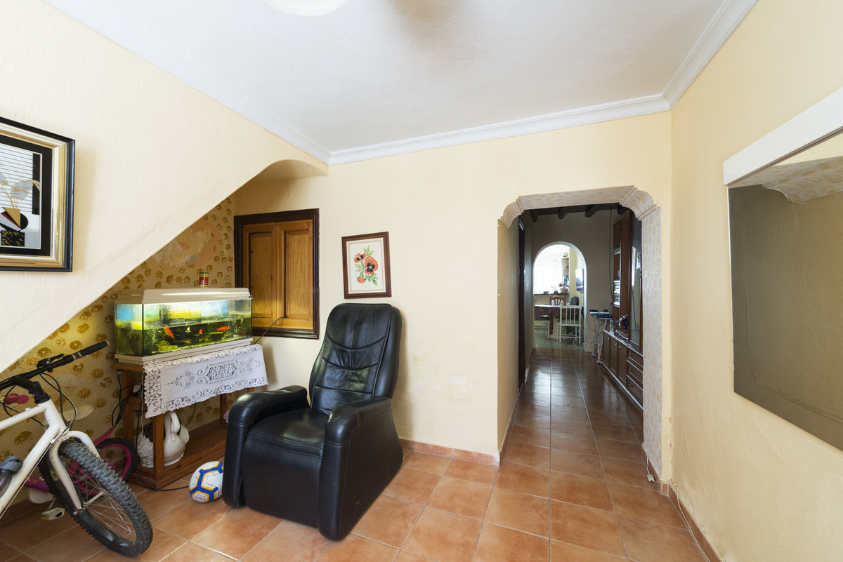 R3659867   Townhouse in Estepona – € 170,000 – 3 beds, 1 baths