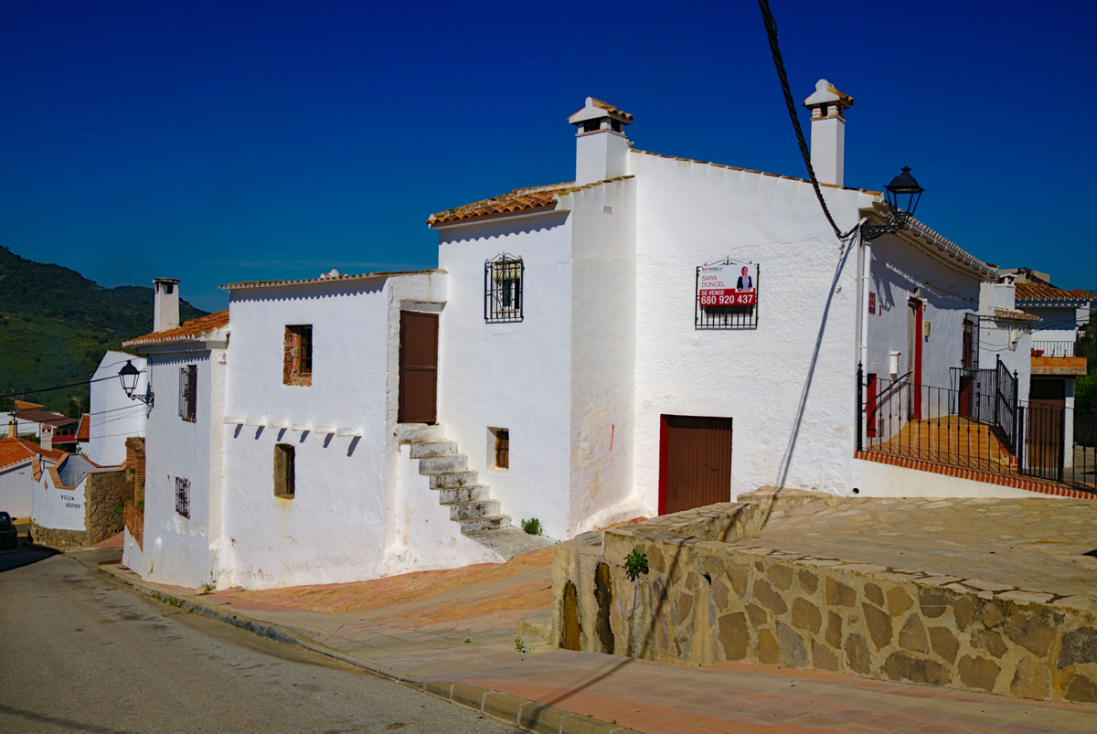 Located in Alta Axarquia, a few minutes from the Sierras de Tejeda, Almijara and Alhama Natural ParkSpain