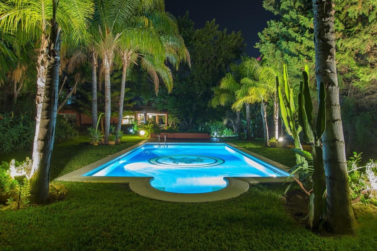Impressive mansion near La Cala and 300m from the sea with refurbish project  La Cala de Mijas, Urb.,Spain