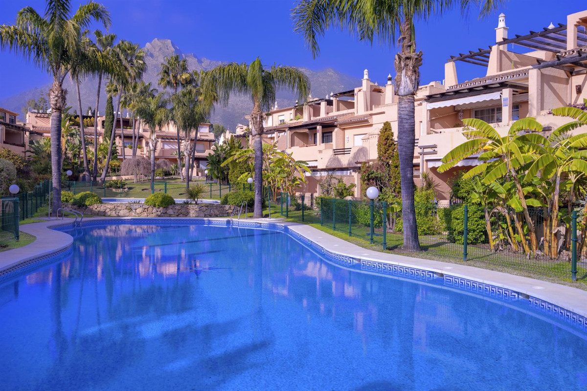 BRIGHT FAMILY HOUSE IN GATED AND SECURE URBANIZATION  Spacious townhouse in Oasis de Nagueles, one o,Spain