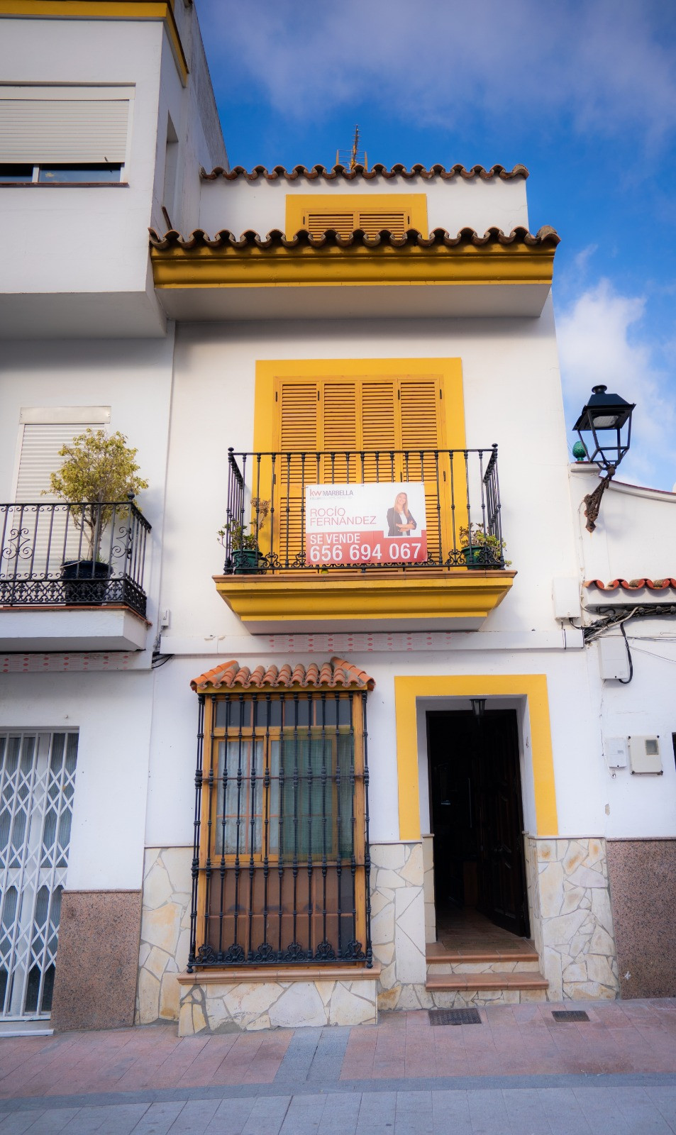 Great  house in the heard of San Roque (Cadiz), with southeast orientation.  The house is located in,Spain
