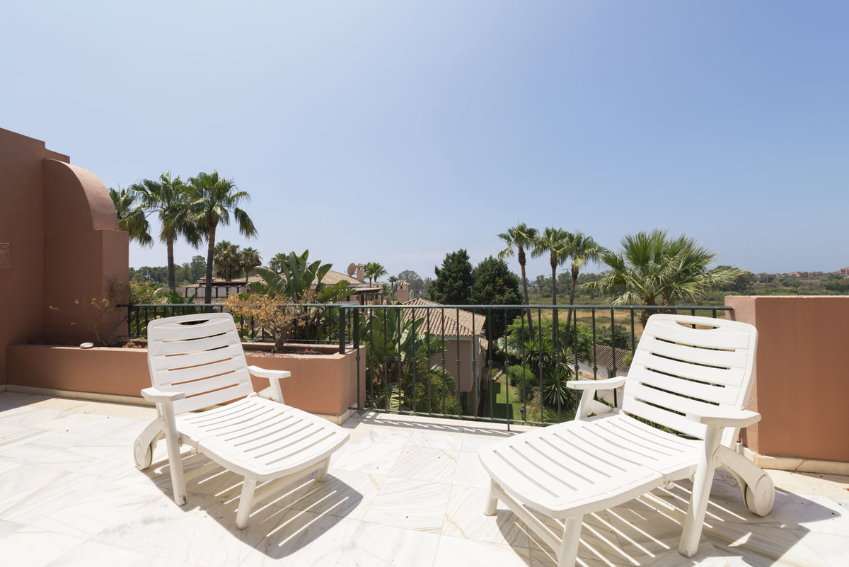 2 bedroom apartment for sale estepona