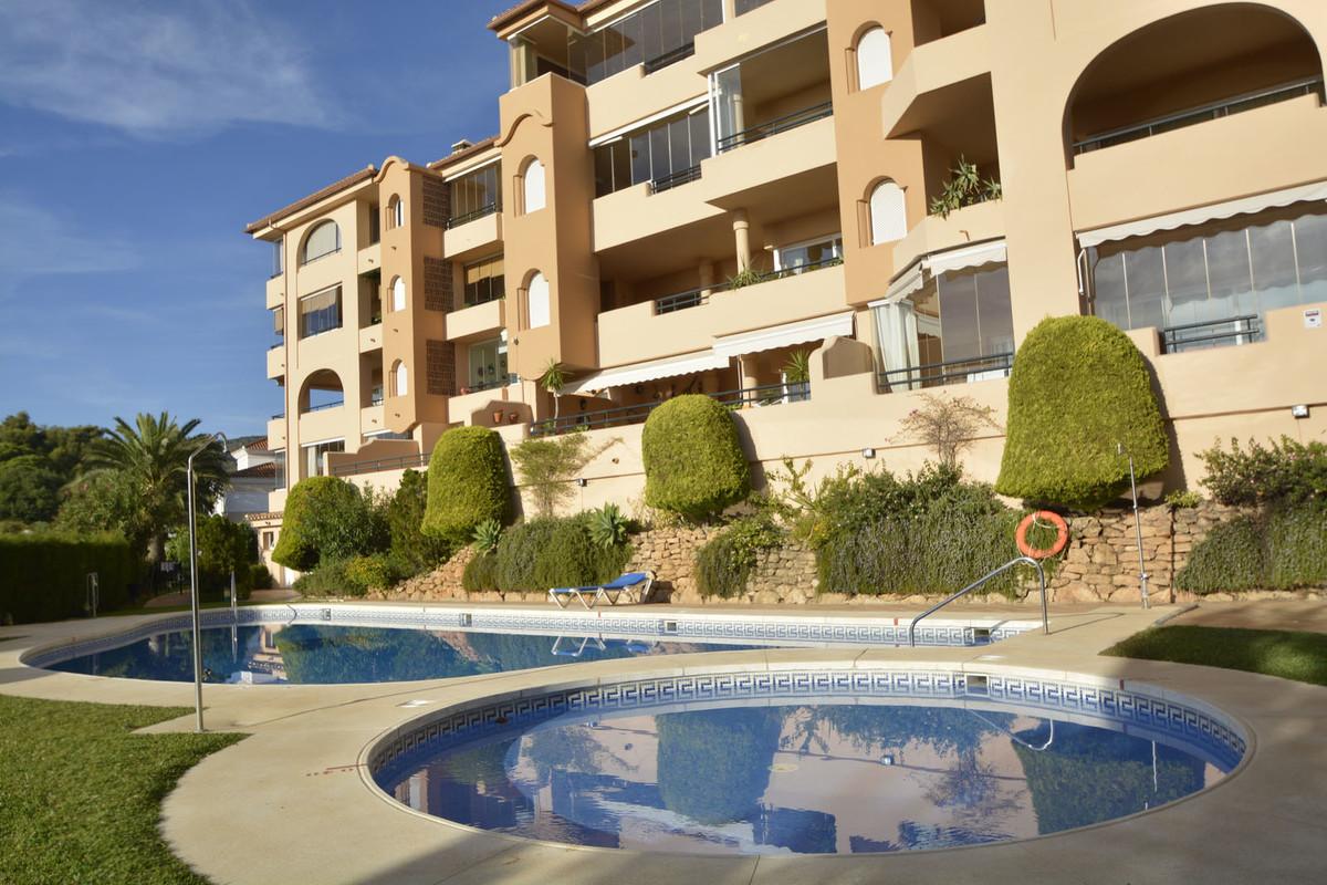 Marbella Banus Apartamento Planta Media en Venta en Elviria – R3738184