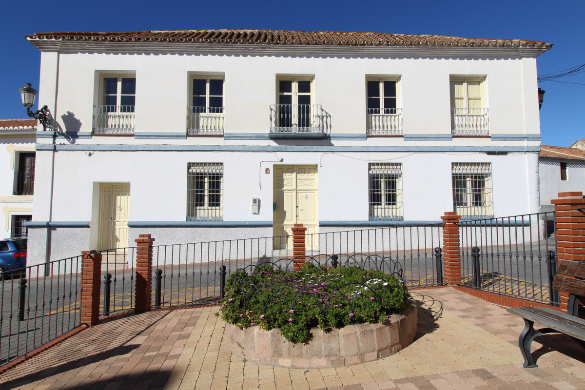 Located in Periana, Malaga, in historical center, a stately house for selling, in Rafael Alberti Squ,Spain