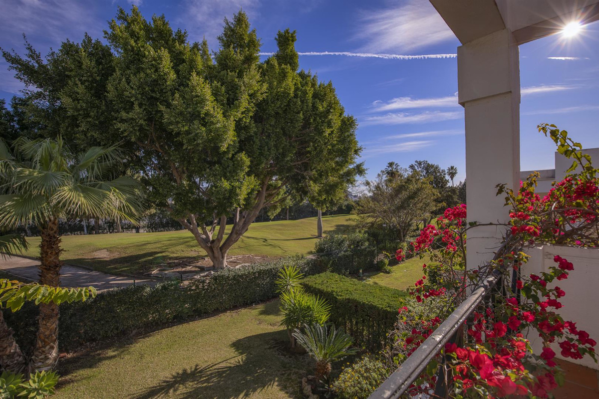 Spacious semi-detached house with garden - front line La Quinta Golf, fully refurbished and with pan,Spain