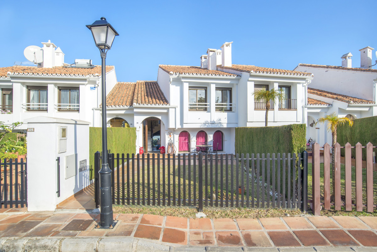 Wonderful property in one of the best and private areas of Alhaurin el Grande.  A few minutes walk f, Spain