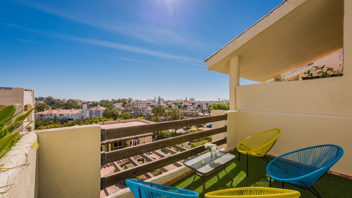 Great 155 square meters apartment situated in the prestigious El Paraiso in between Marbella and Est,Spain