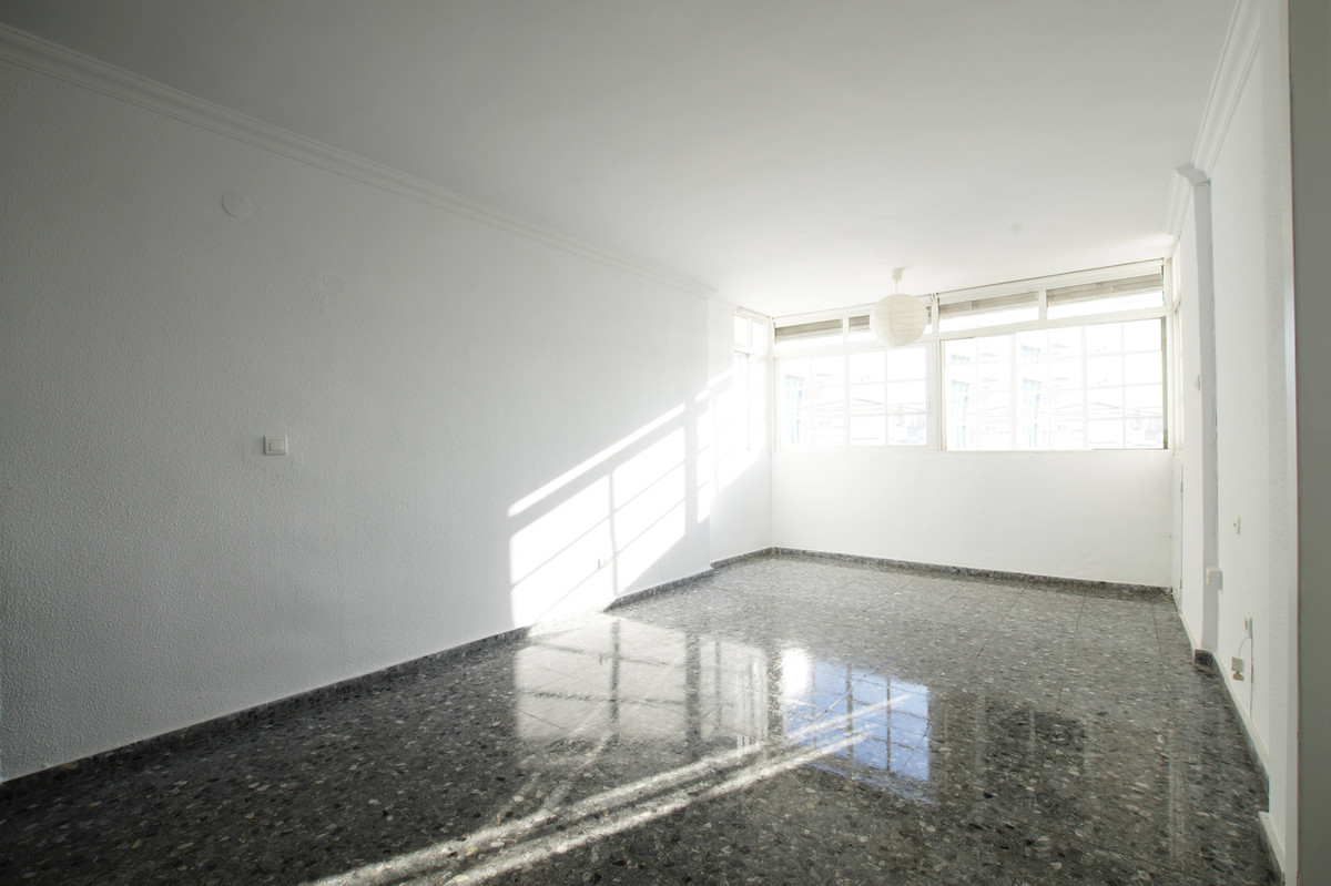 Apartment in Rubeltor area, in the center of Velez - Malaga. It consists of 3 bedrooms, 1 bathroom, , Spain