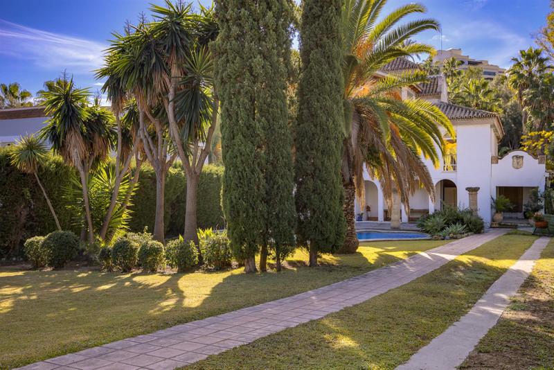 Villas for sale in Nueva Andalucia 15