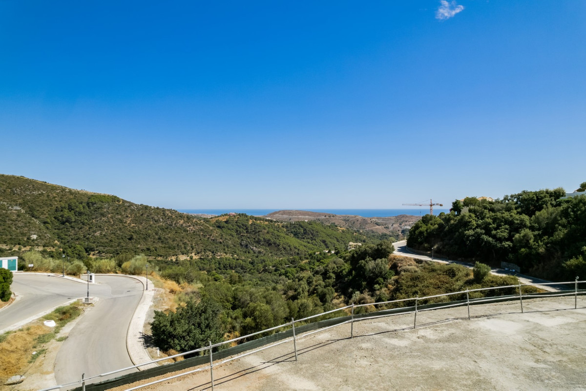 Build your dream house on this plot with magnificent views  Perfect plot in Montemayor, an exclusive,Spain