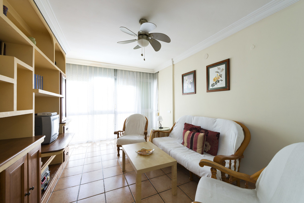 Very central 3 bedroom apartment located in the urban area of Estepona (Malaga), located in the Mar , Spain