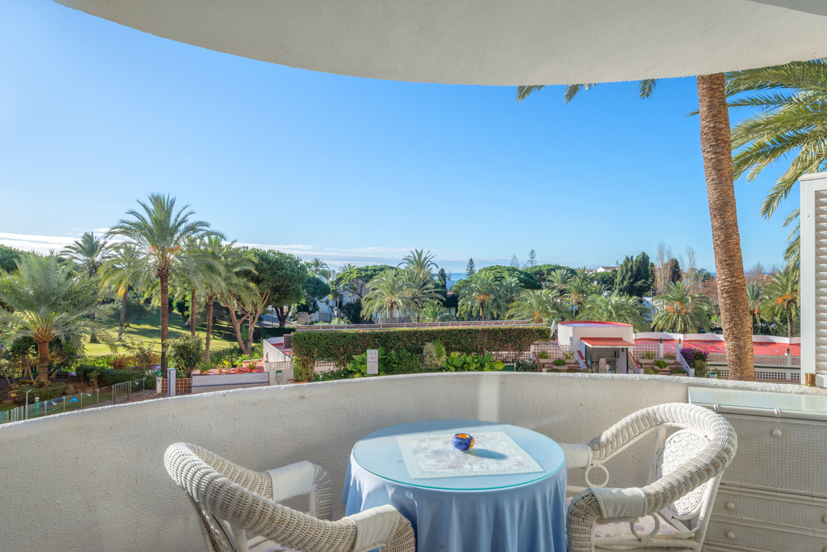 A charming studio in the area of Marbesa situated 500 metres away from the beautiful Playa de las Ca,Spain