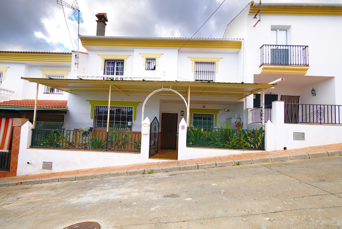 Townhouse in Mondron, (Periana) surrounded by nature. 20 minutes from the Montes de Malaga and about,Spain