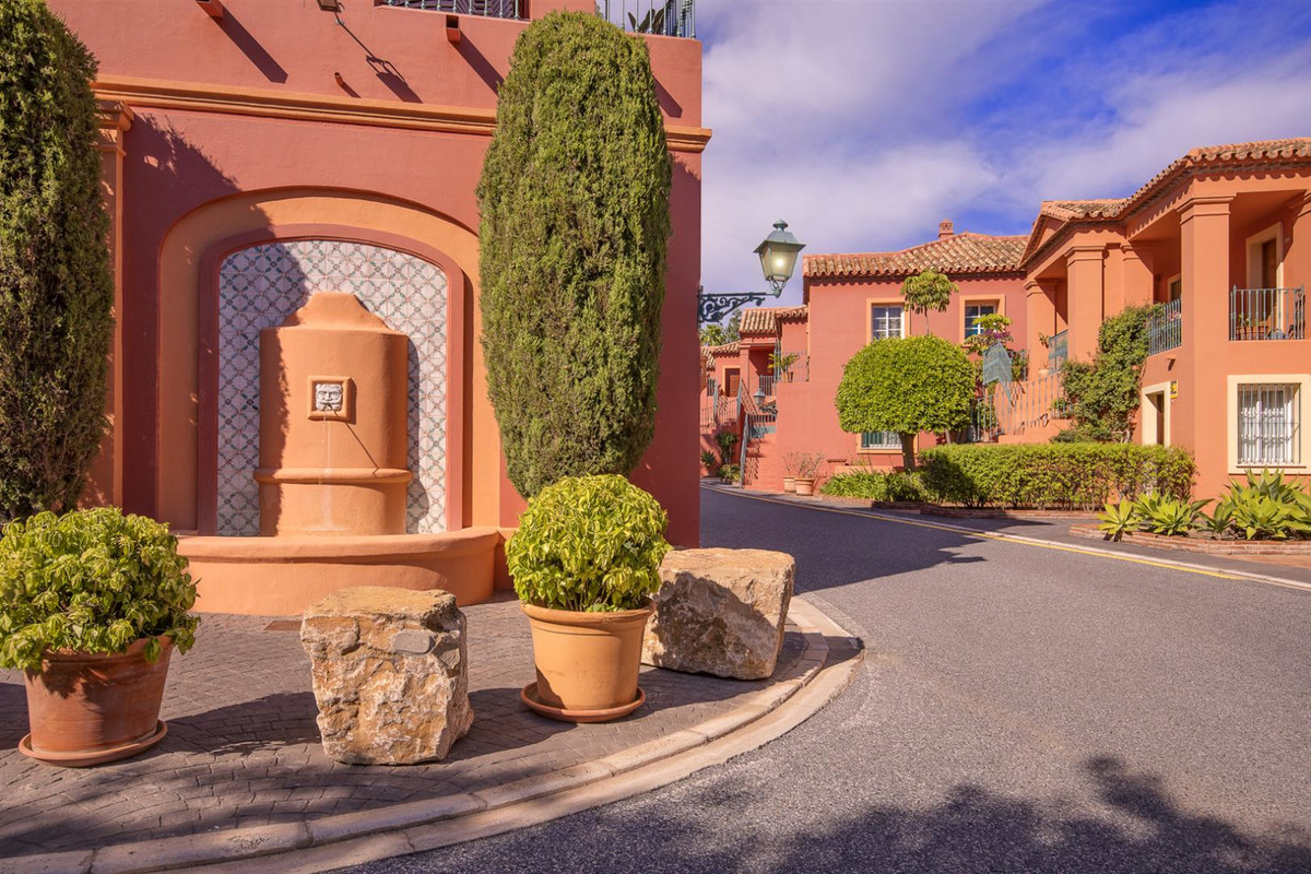 4 bedroom apartment for sale benahavis