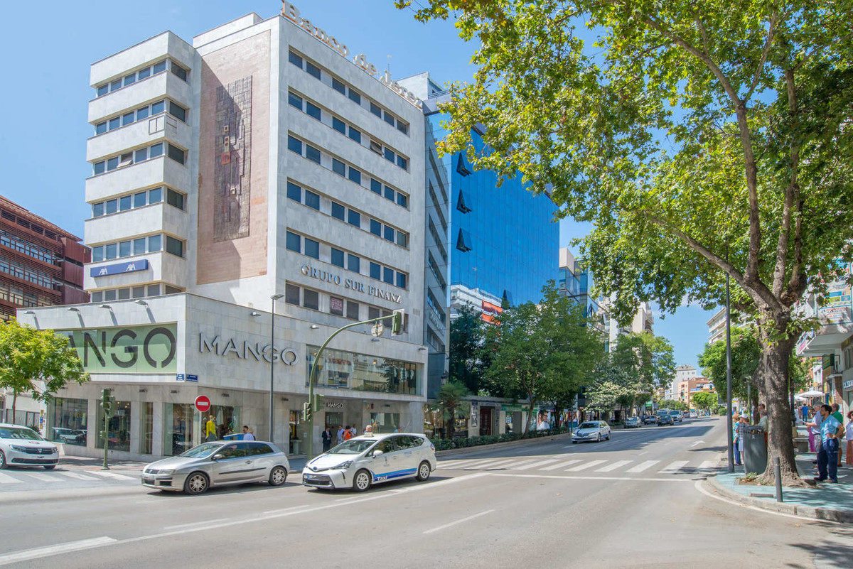 Large office in Marbella Center, one step away from Treasury, Social Security, Town Planning Office,, Spain