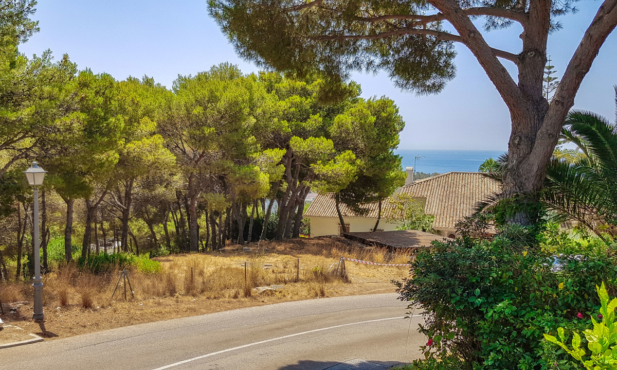 One of the few plots for sale with ocean view. To build in one of the most luxurious urbanizations o, Spain