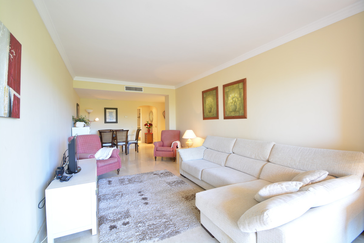 Magnificent 2 bedrooms and 2 bathrooms, located in an exclusive frontline golf, a few minutes drive ,Spain