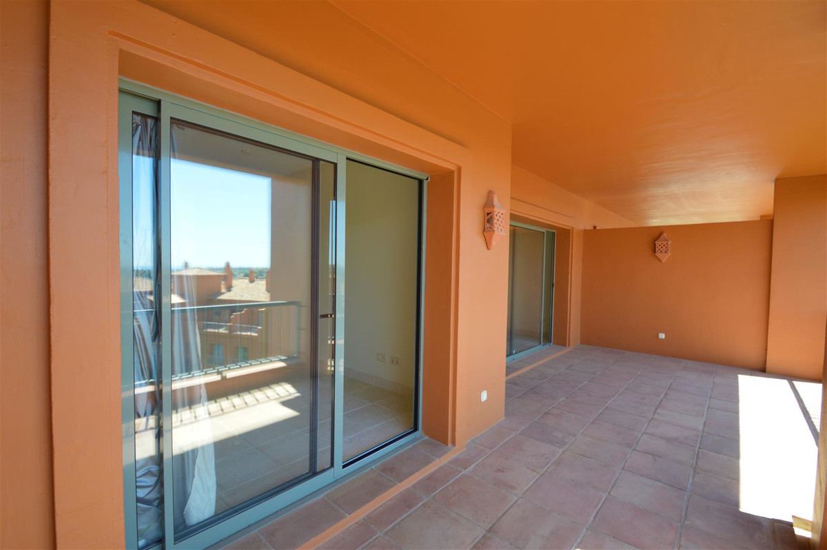 Wonderfull  2 bedroom, 2 bathroom, first floor apartment in Benatalaya, on the Benahavis road,  meet, Spain