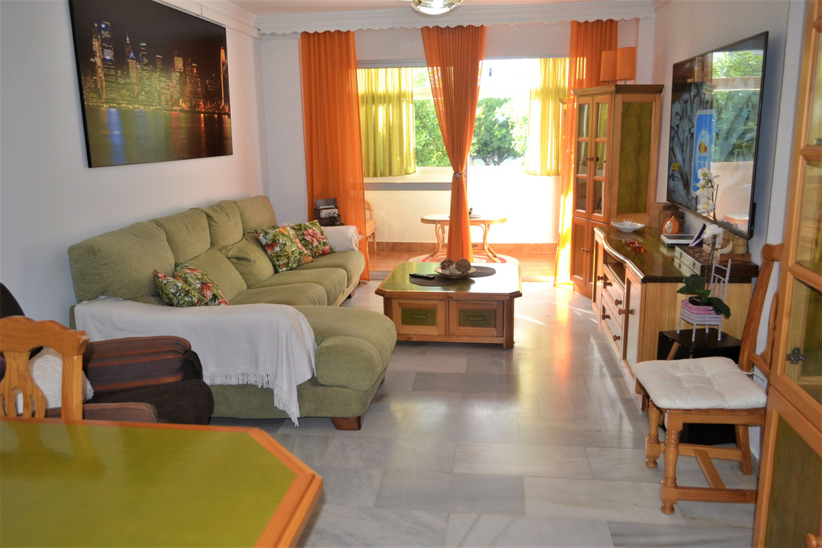 Spacious apartment completely renovated, with 4 bedrooms with fitted wardrobes, 2 full bathrooms one,Spain