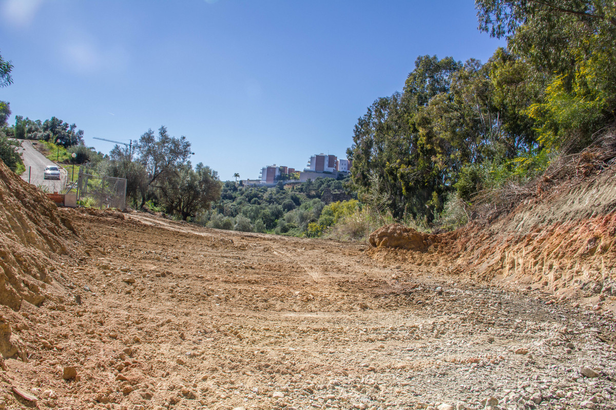 This might be the perfect plot for the villa of your dreams. Located in Puerto del Almendro in the R,Spain