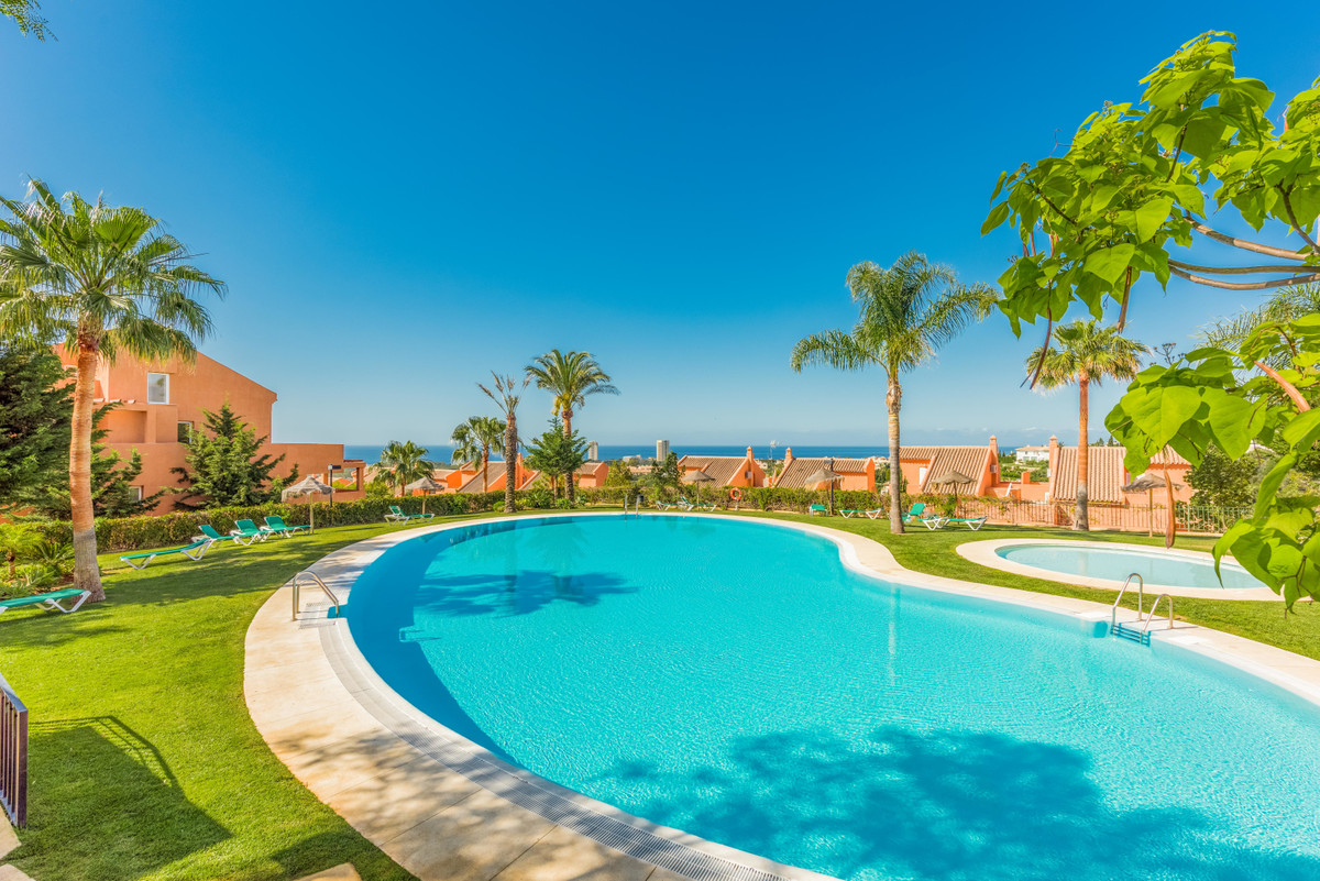 Fantastic Apartment with panoramic views in Los Lagos de Santa Maria Golf, Elviria (Marbella). Apart, Spain