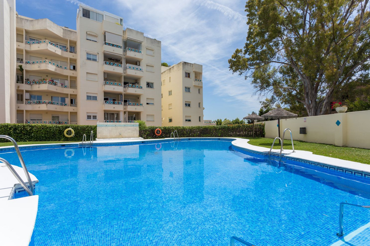 Cozy apartment on the second floor, located a few meters from the beach, in a well-maintained consol, Spain