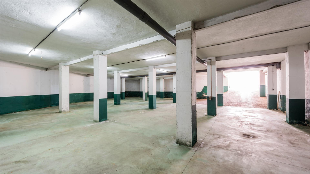 Basement, currently used as a warehouse, with kitchen, bathroom and smoke extraction. It has an area, Spain