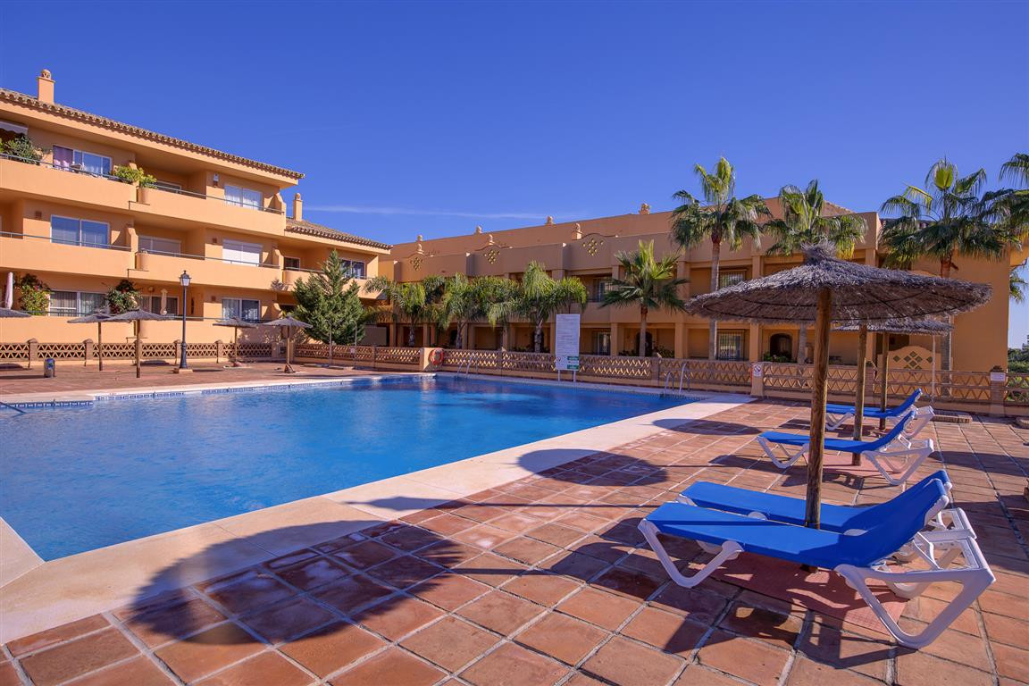 Great opportunity to purchase an apartment steps away from Santa Maria Golf course, in the urbanizat,Spain
